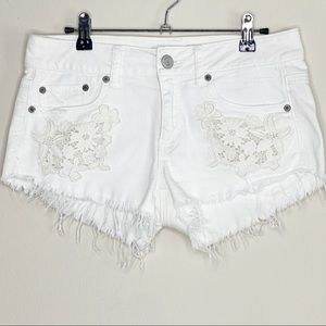 AMERICAN EAGLE white denim shorts with embroidery
